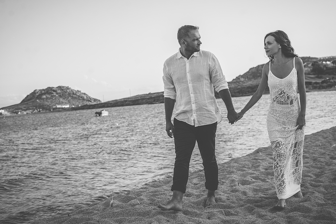 mykonos photographer wedding couple blogger #mykonosphotographer mykonosgreece #mykonosphotography portrait lifestyle #mykonosportrait blogger photographer mykonos magazine #mykonoscouple chora mykonos 