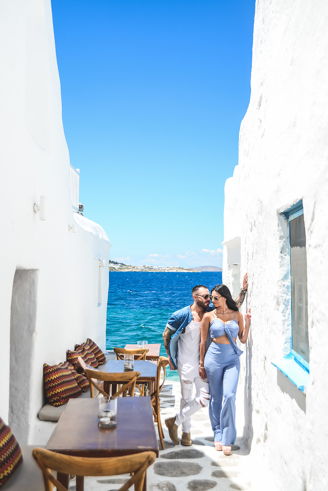 mykonos photographer couple blogger #mykonosphotographer mykonosgreece #mykonosphotography portrait lifestyle #mykonosportrait blogger photographer mykonos magazine #mykonoscouple chora mykonos windmills small streets paraportiani photoshoot